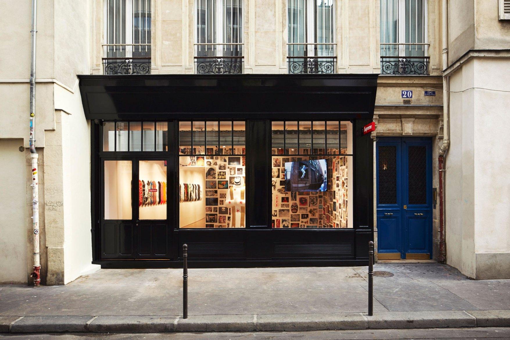 supreme paris c 39 est parti petit tour dans la boutique rue barbette trends periodical. Black Bedroom Furniture Sets. Home Design Ideas