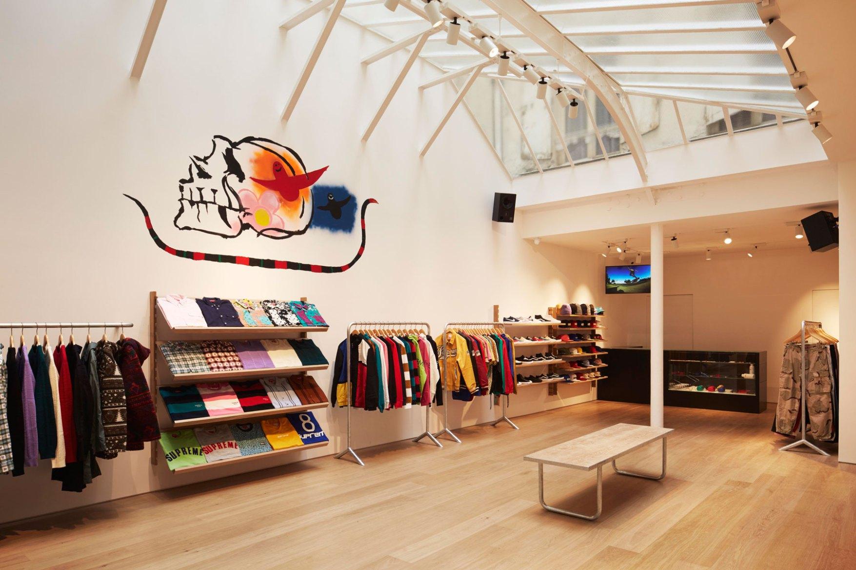 supreme-paris-store-images-4