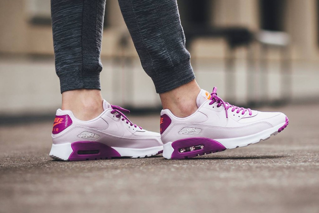 Nike présente une Air Max 90 Ultra Essential girly