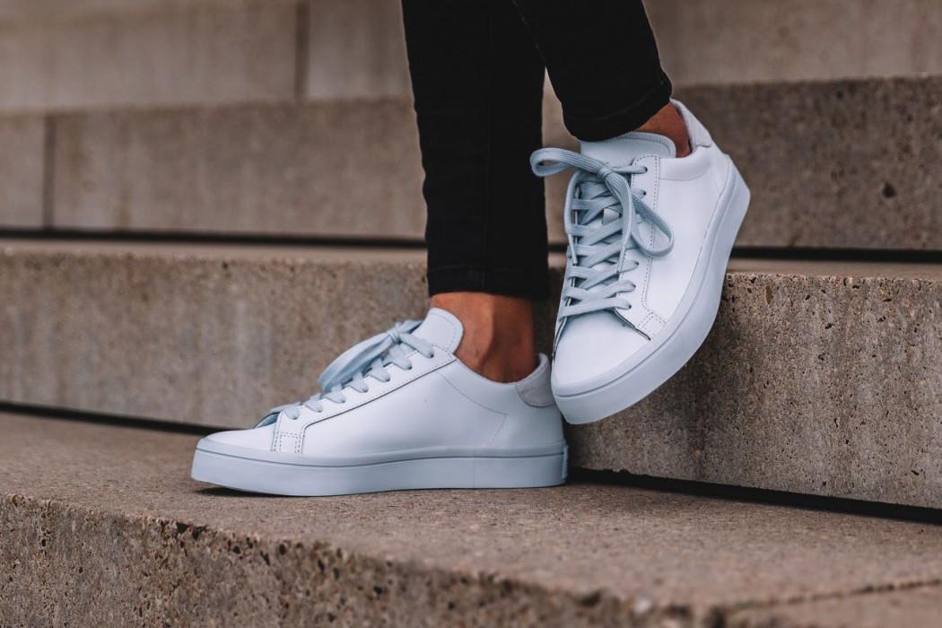 adidas-originals-court-vantage-adicolor-halo-blue-1