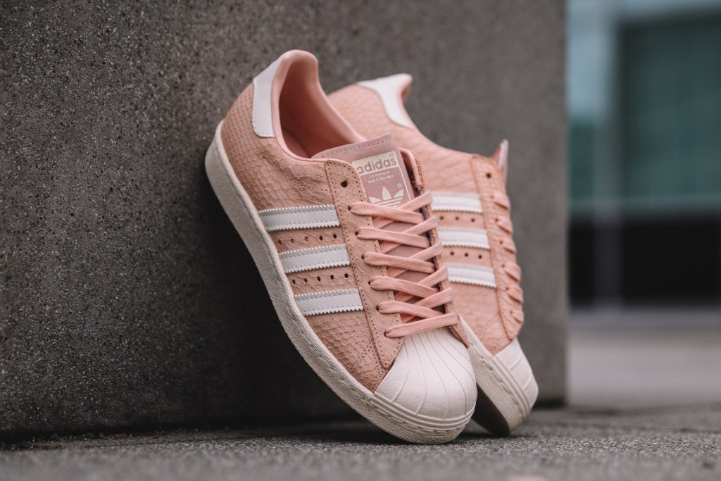 Une petite touche féminine sur les nouvelles Superstar d'Adidas