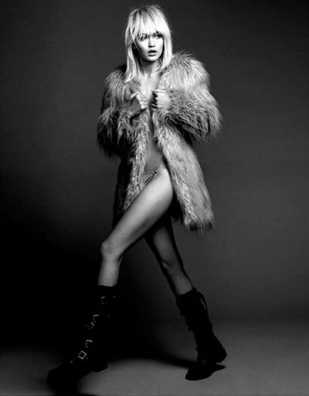 Gigi Hadid se met à nue pour de la fourrure
