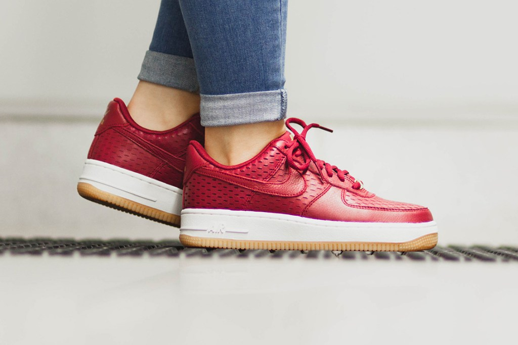 nike-air-force-1-noble-red-1
