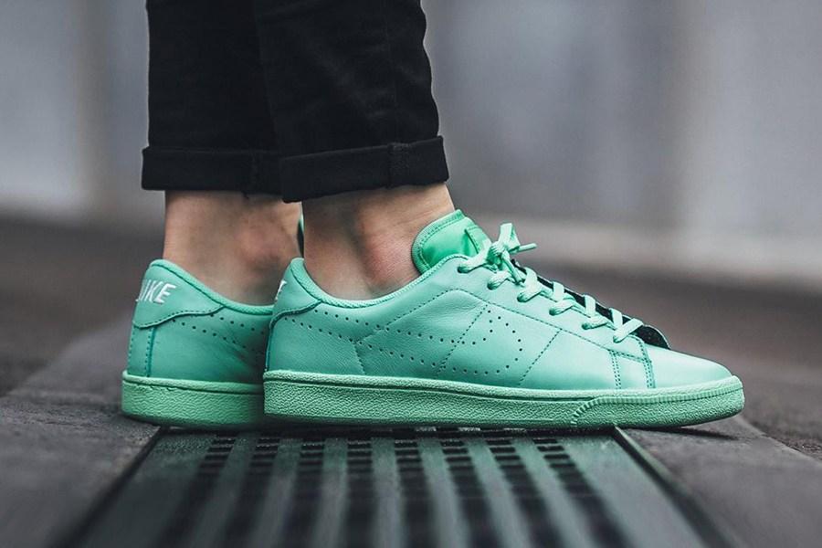 nike-tennis-classic-green-glow-1