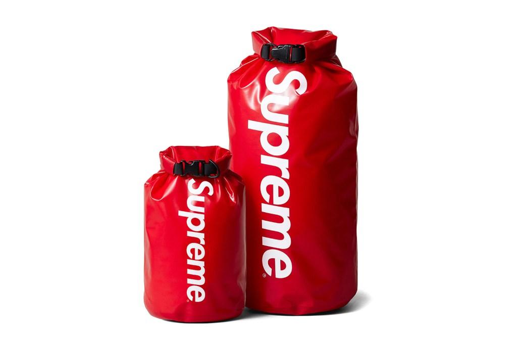 Supreme se lance dans les sacs de camping imperméables