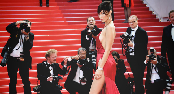 Bella Hadid met le feu sur le Red Carpet