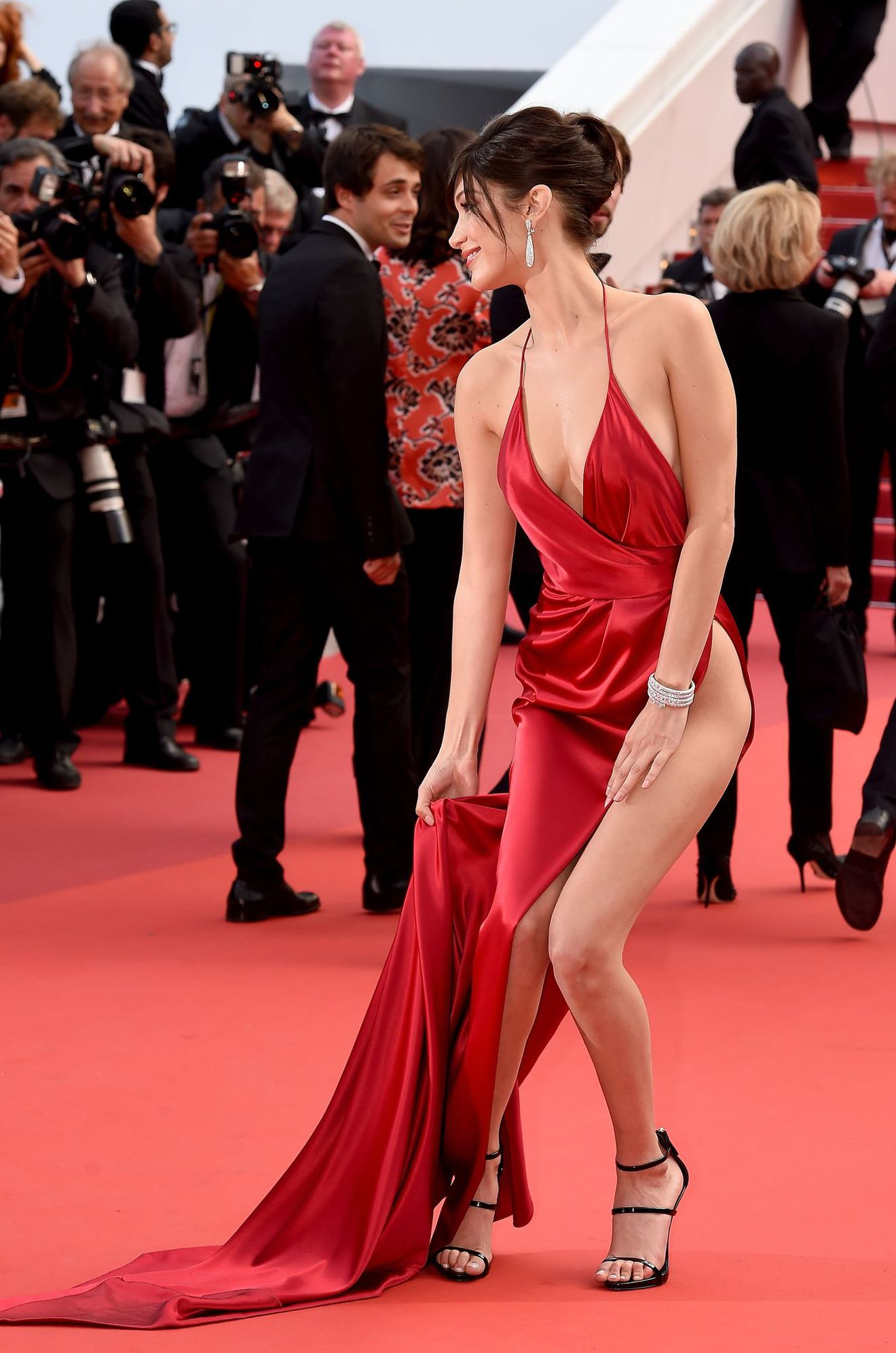 cannes-2016-bella-hadid-1_5599909