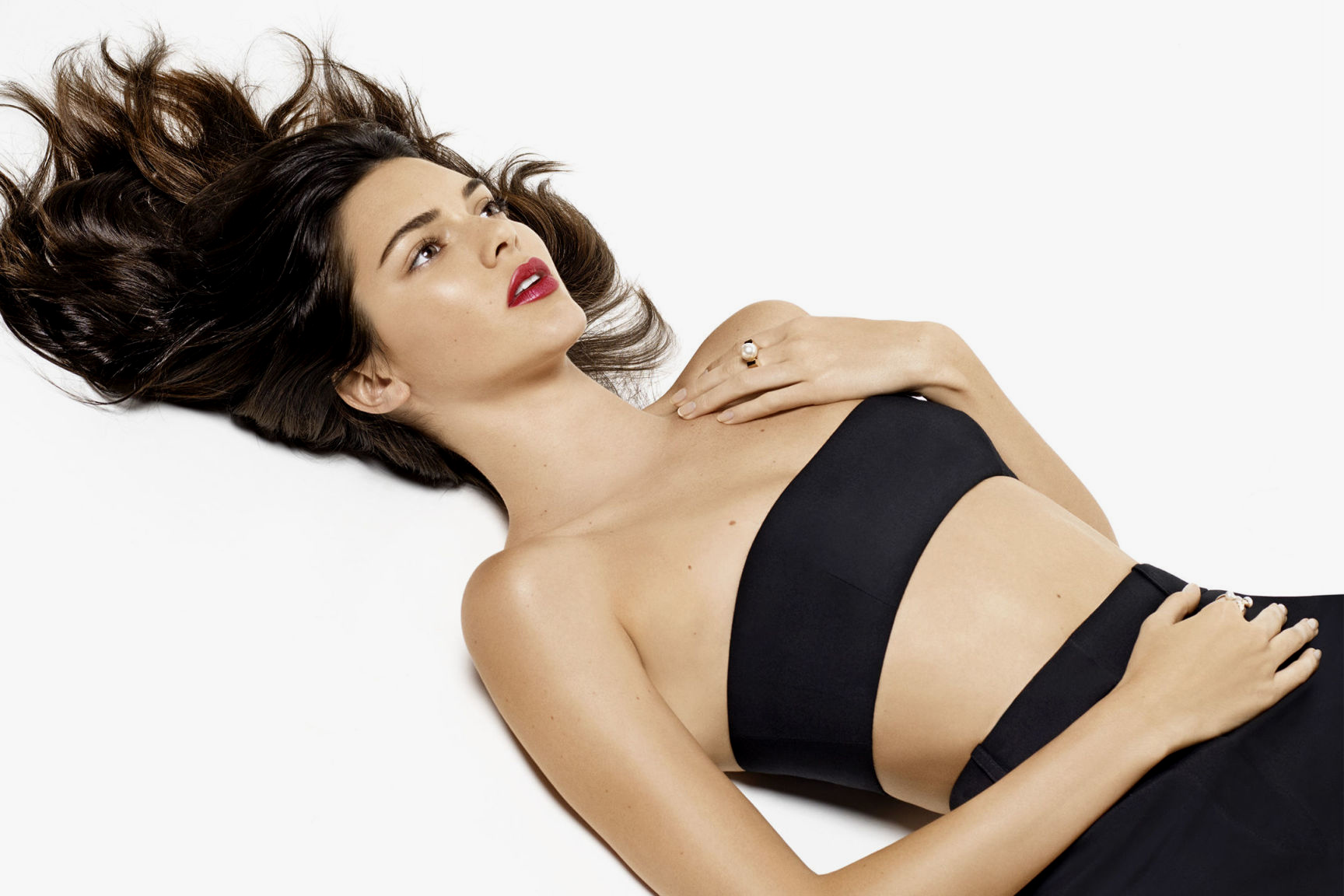 Kendall Jenner ultra sexy pour le Harper's Bazaar