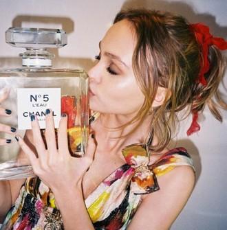 lily-rose-depp-egerie-chanel-numero-5-l-eau
