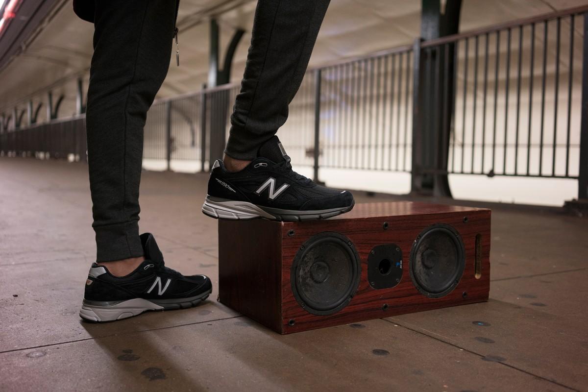 La nouvelle New Balance 990v4 en noir