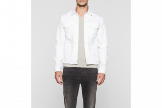 """La nouvelle collection Calvin Klein """"blanc infini"""" entièrement faite de blanc"""