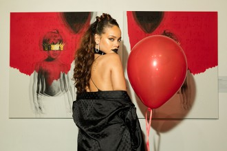 "Rihanna devoile deux EP de ""Kiss It Better"" et ""Needed Me"""