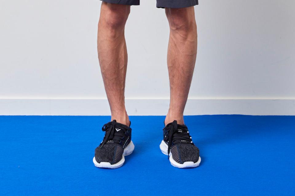 Adidas Originals et White Mountaineering collaborent pour quatre sneakers..2