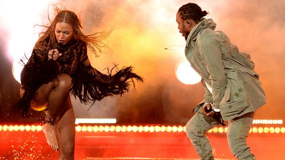 Kendrick Lamar et Beyoncé enflamment la scène des BET Awards