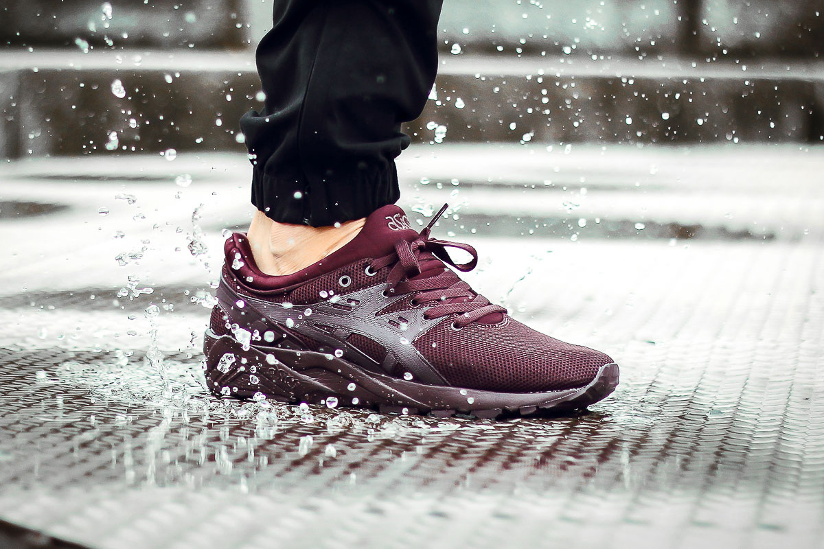 Voici la sneaker ASICS GEL-Kayano EVO dans sa version « Rioja Red »