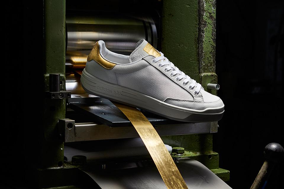 Adidas Originals donne une touche d'or à la silhouette de la Stan Smith et de la Rod Laver.2