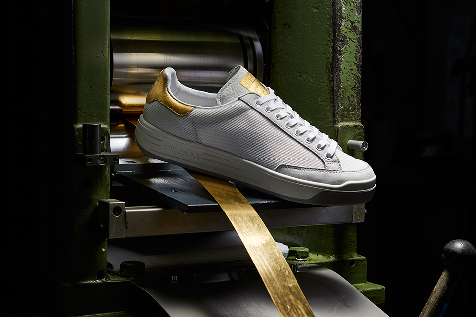 Adidas Originals donne une touche d'or à la silhouette de la Stan Smith et de la Rod Laver.2