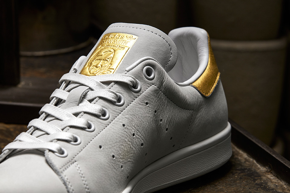 Adidas Originals donne une touche d'or à la silhouette de la Stan Smith et de la Rod Laver