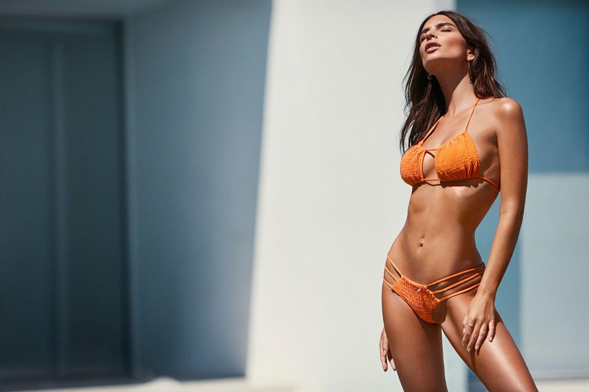 Emily Ratajkowski est le nouveau visage de la campagne de bikini de Amore + Sorvete.3
