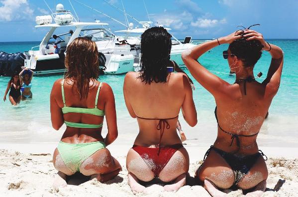 Kylie et Kendall Jenner, Bella et Gigi Hadid et Hailey Baldwin s'amusent au Bahamas