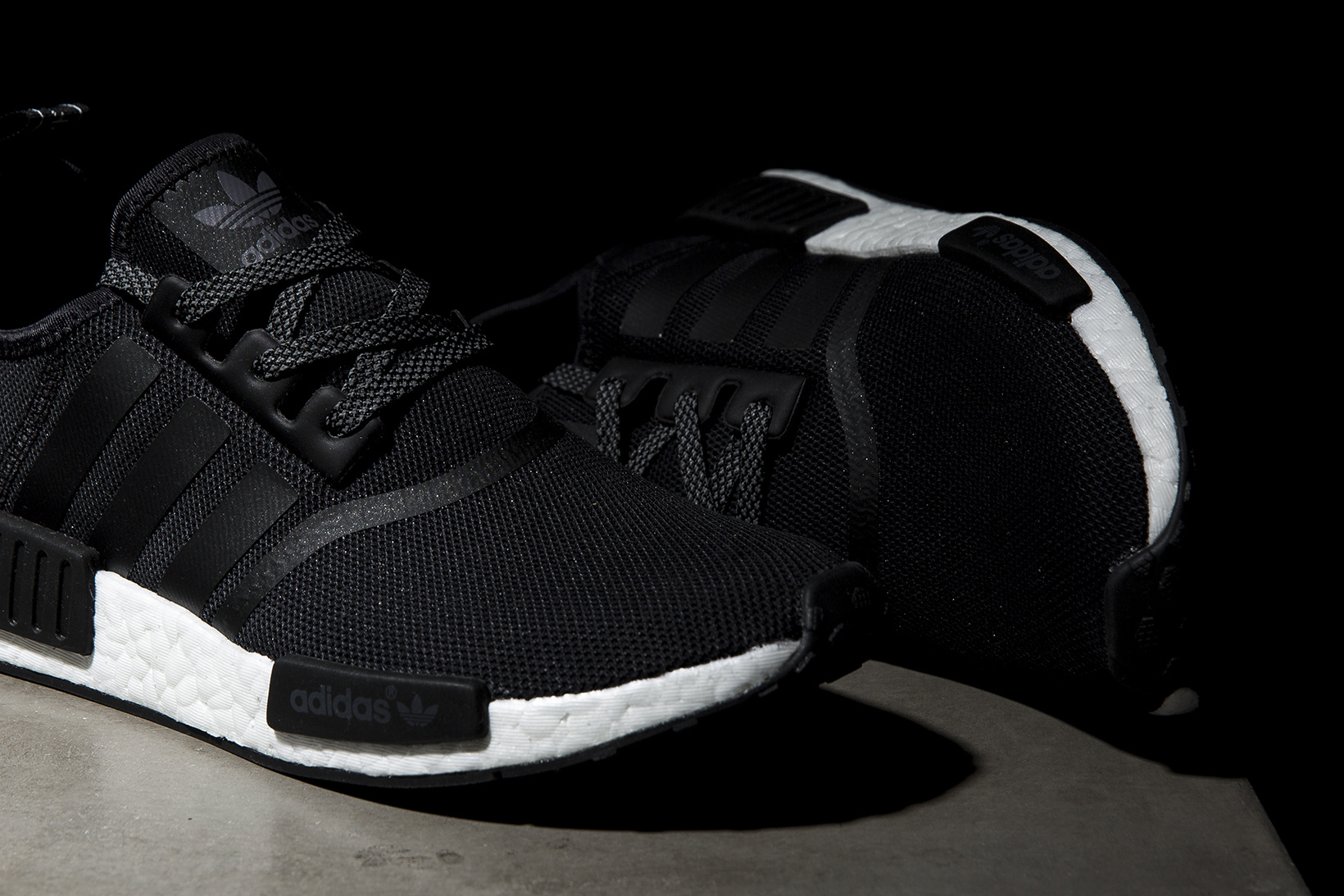 adidas-nmd-r1-core-black-white-reflective-4