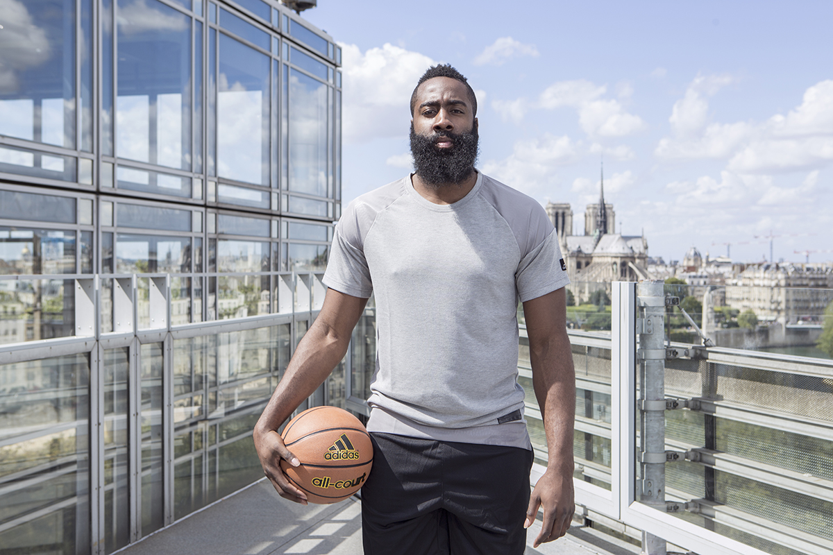 Quand James Harden s'invite à Paris le temps d'un week-end