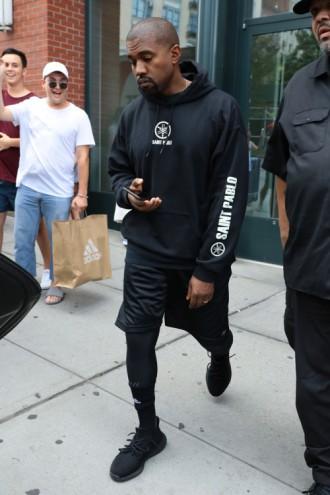 Kanye West aperçu avec une nouvelle paire de Yeezy Boost !