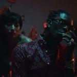 "Travi$ Scott & Young Thug Drop balancent le clip NSFW de ""Pick Up The Phone"""