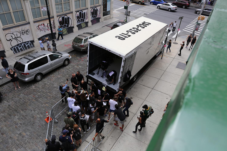 Les pop-up trucks d'Adidas by Alexander Wang arrivent