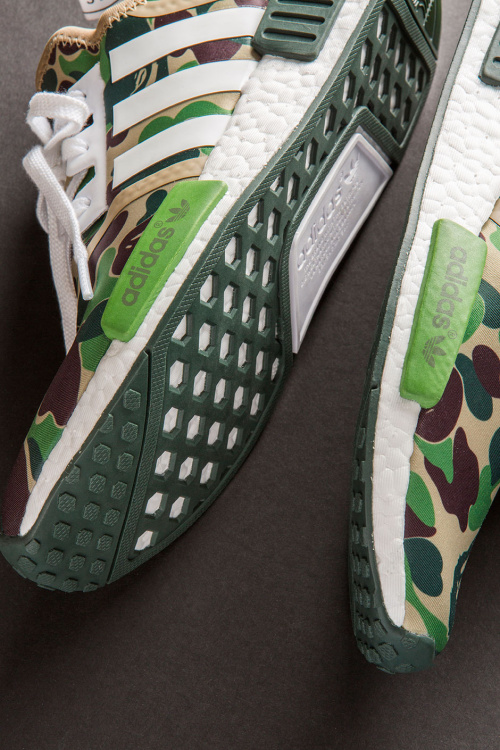 closer-look-a-bathing-ape-adidas-nmd-r1-5
