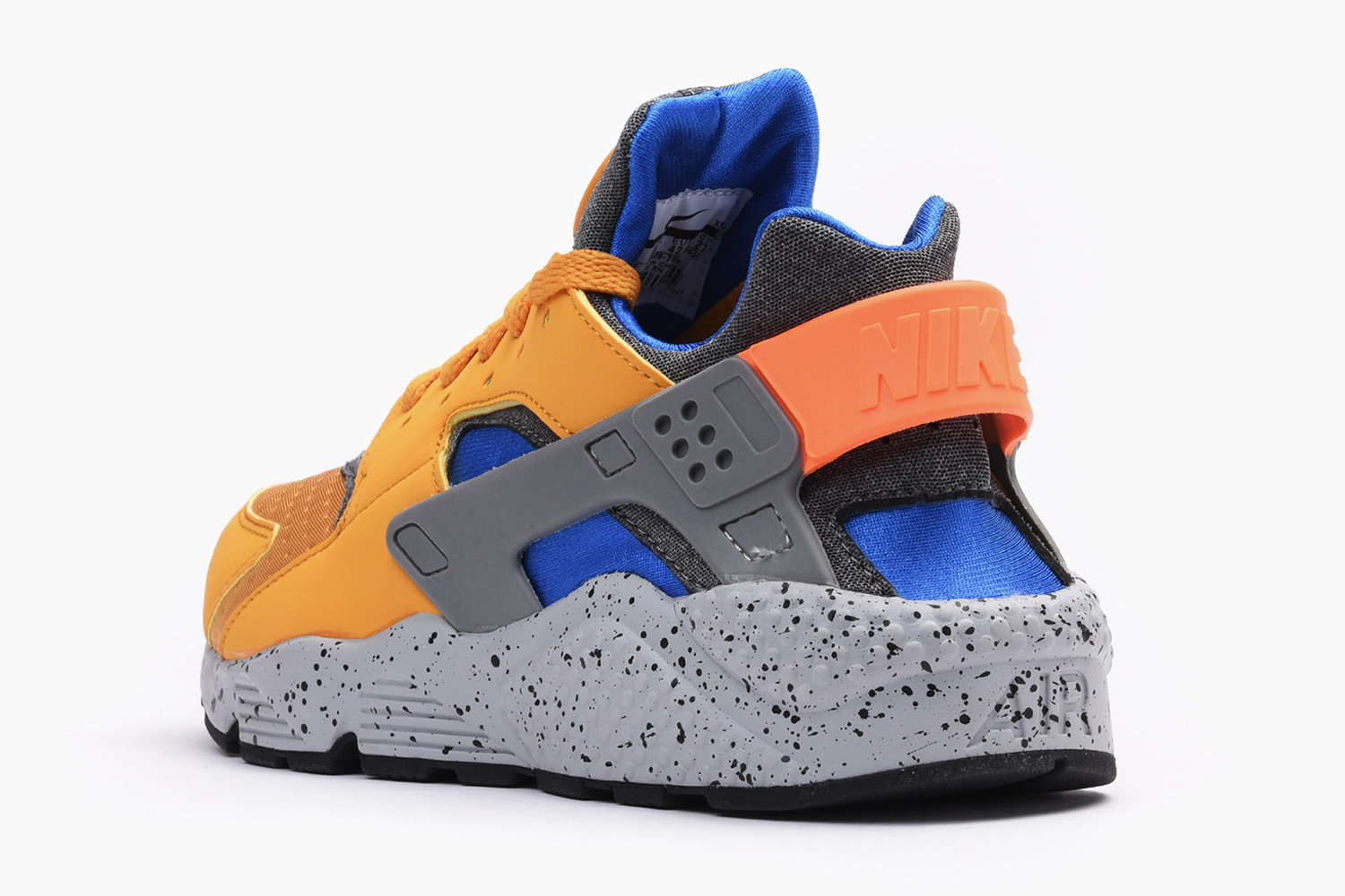 nike-air-huarache-acg-theme-gold-leaf-02