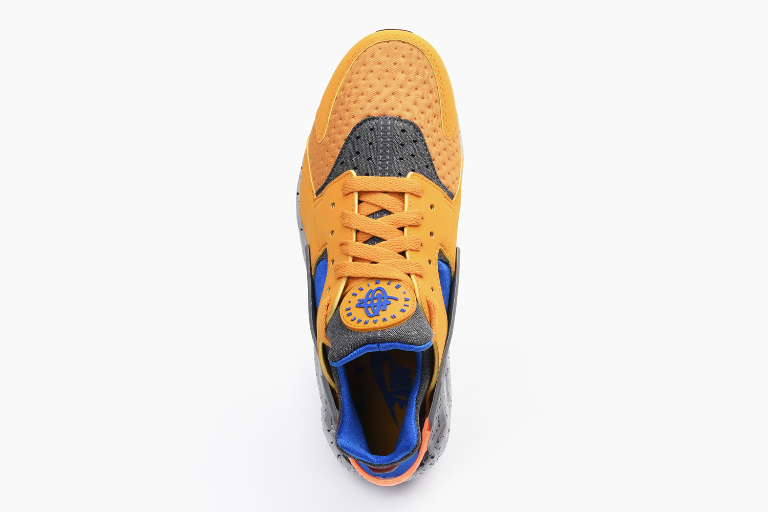 nike-air-huarache-acg-theme-gold-leaf-04