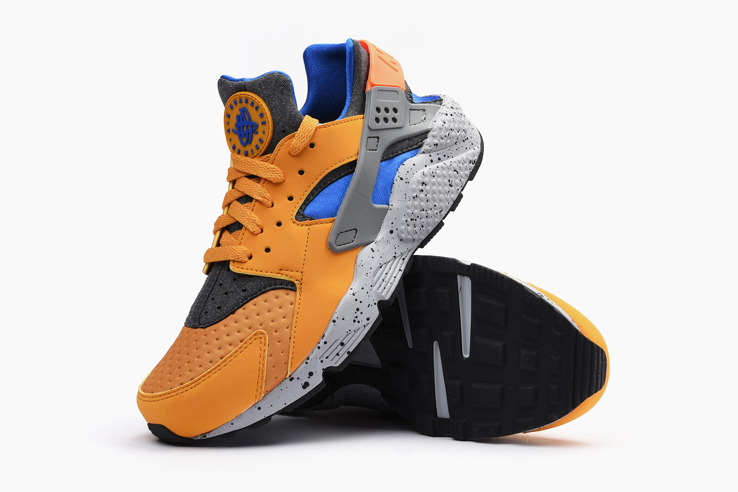 nike-air-huarache-acg-theme-gold-leaf-05