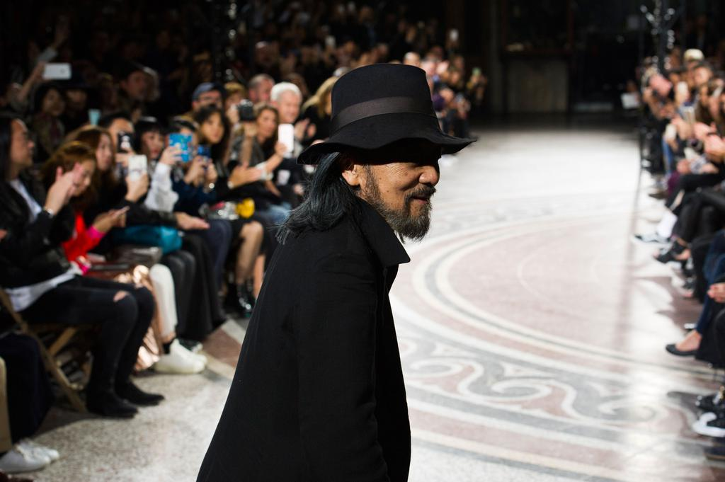 Yohji Yamamoto : l'essentiel black and white du maitre japonais à la Paris Fashion Week