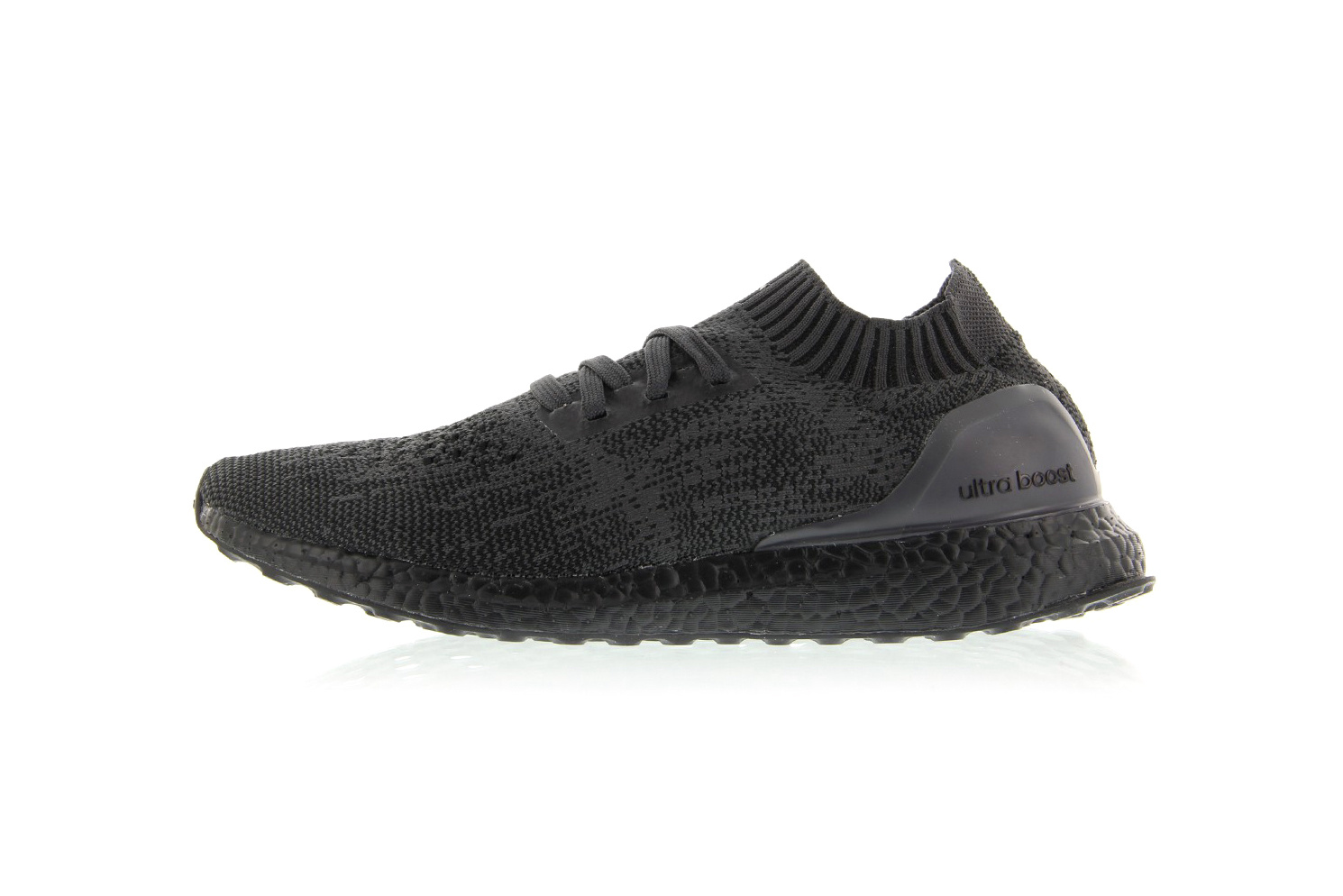 La adidas UltraBOOST Uncaged Triple Black sera disponible demain et même en Europe !