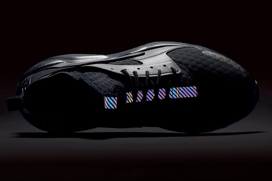 La Nike Huarache Ultra Premium SE versions Triple Black et Triple Grey