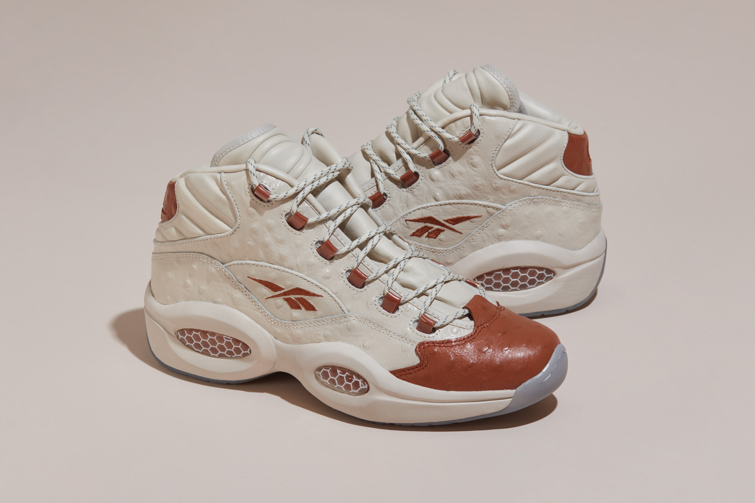 Snearkersnstuff offre une dimension luxueuse à la Reebok Question Mid