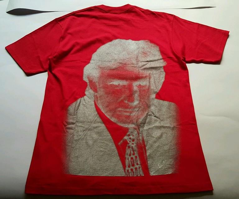 Un t-shirt ultra rare «Donald Trump» par Supreme a été vendu sur eBay pour 23 000 dollars