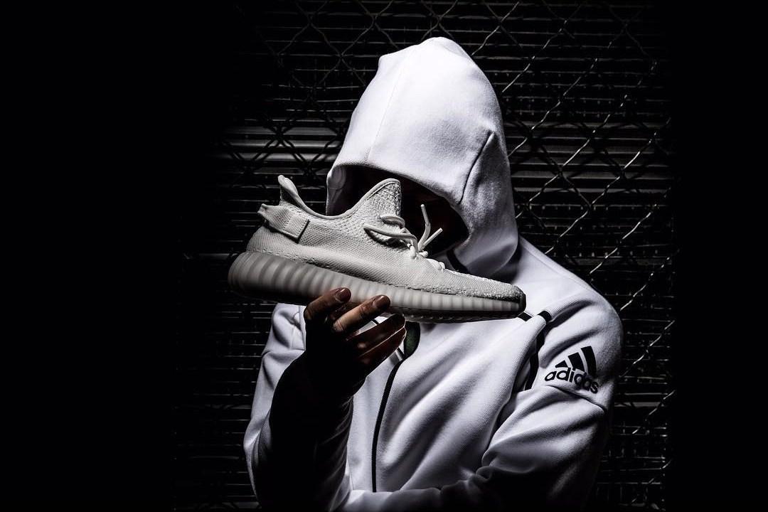 Voici la Adidas Yeezy 350 Boost V2 White