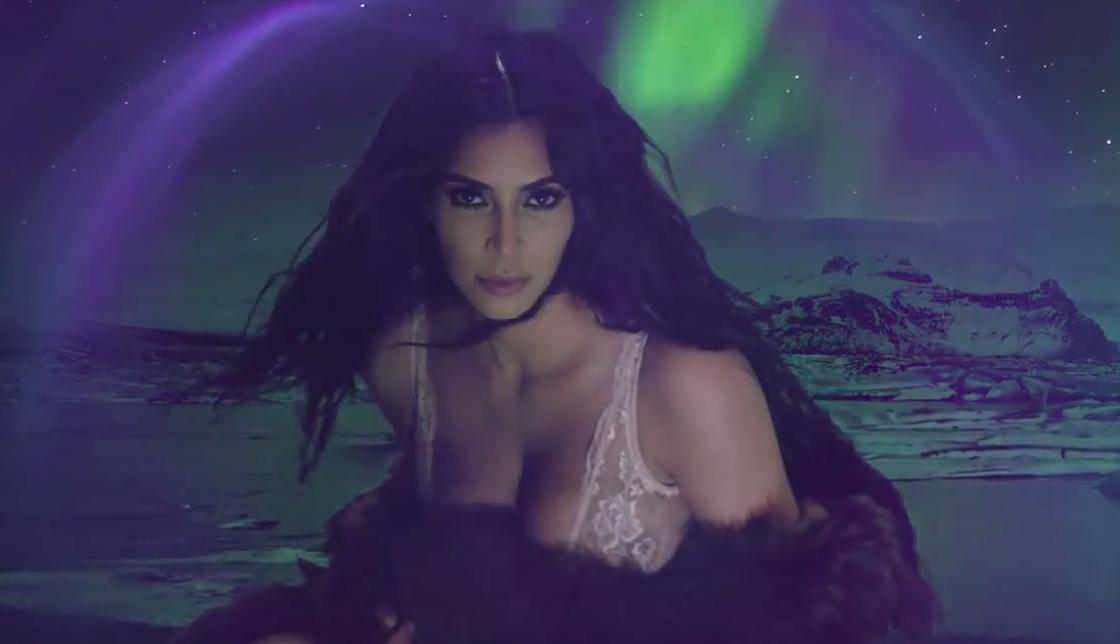 Kim Kardashian West nous fait planer dans le dernier calendrier love