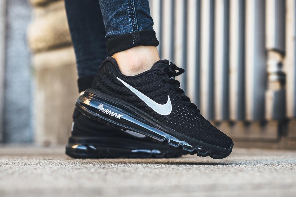 nike-air-max-2017-black-white-01