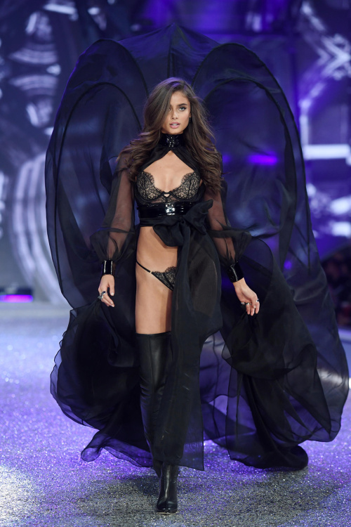 Victoria Secret Show - TRENDS periodical