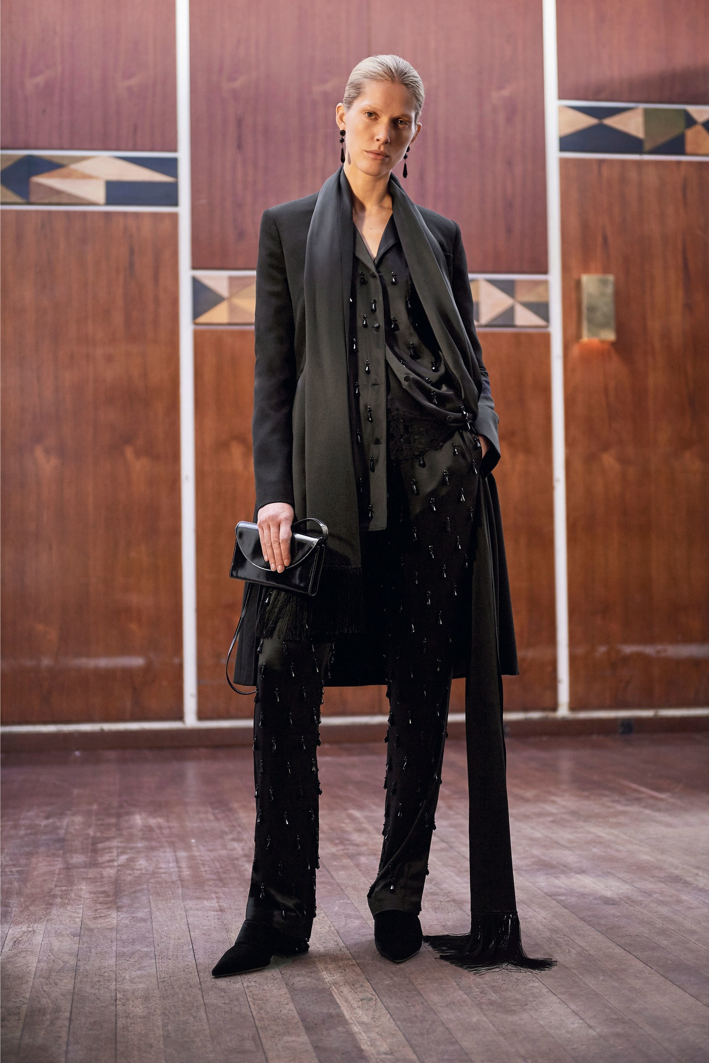 09_givenchy_prefall_17_jpg_684_north_1382x_black