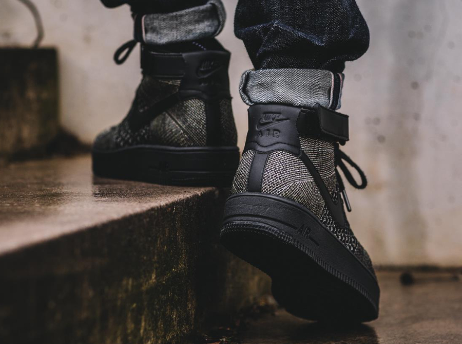 chaussure-nike-air-force-1-ultra-flyknit-mid-vert-fonce-pour-homme-2