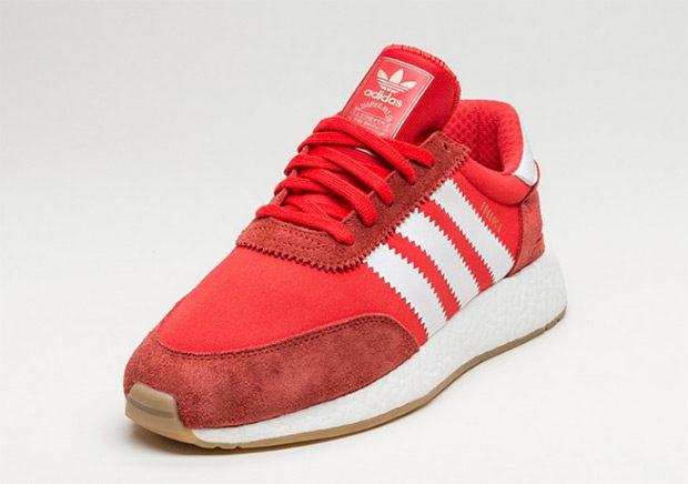 Les premiers coloris de la Adidas Iniki Runner Boost c'est pour bientôt