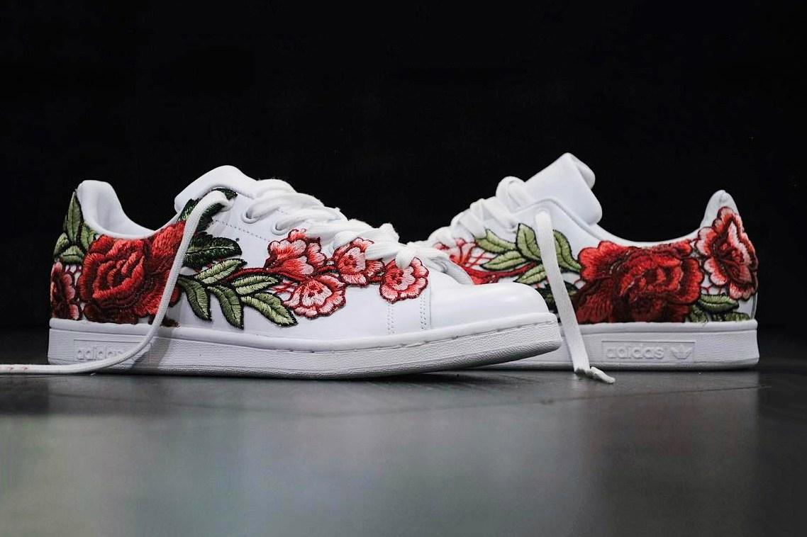 FRE Customs parsème la Stan Smith de roses