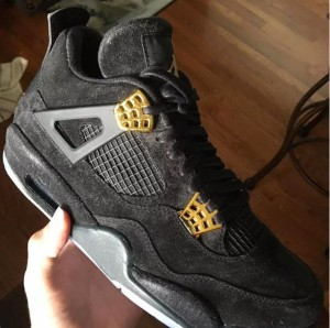 kaws-air-jordan-4-collaboration-02