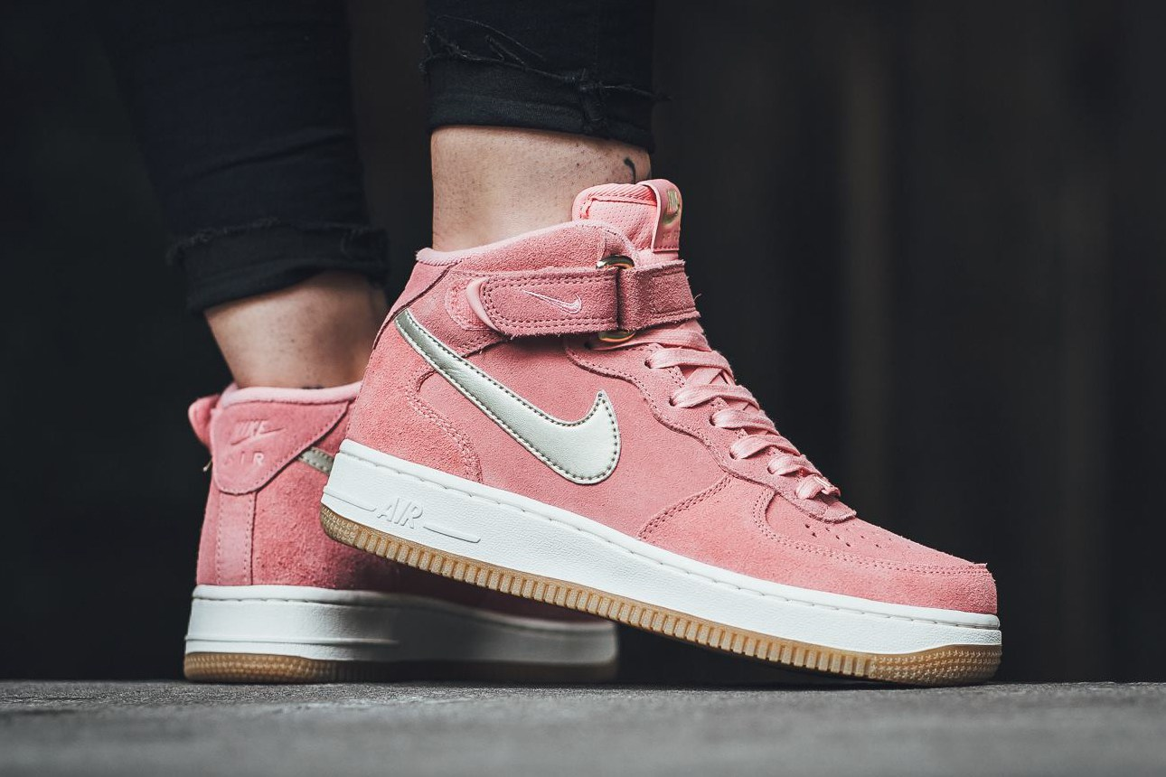 La nouvelle Nike Air Force 1 '07 Mid très girly