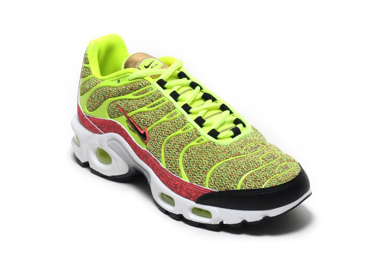 nike-air-max-plus-volt-hot-punch-2