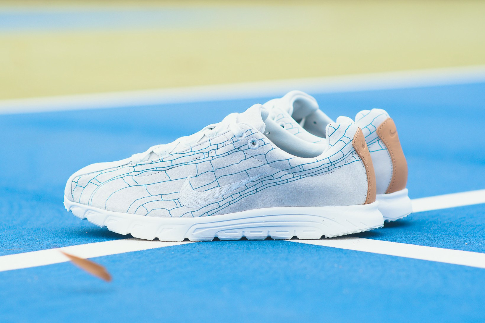nike-mayfly-leather-premium-off-white-1